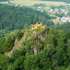 Střední vrch s hradem