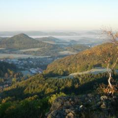 Pohled ze Středního vrchu na Břidličný vrch